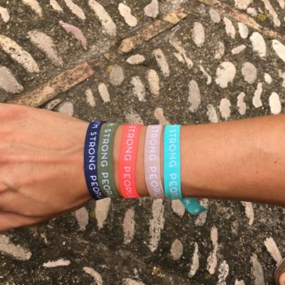Pack Pulseras Strong People